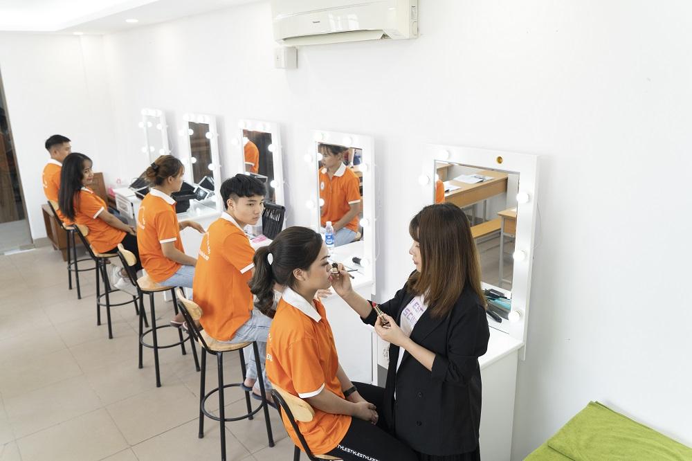 phòng thực hành tạo mẫu tóc
